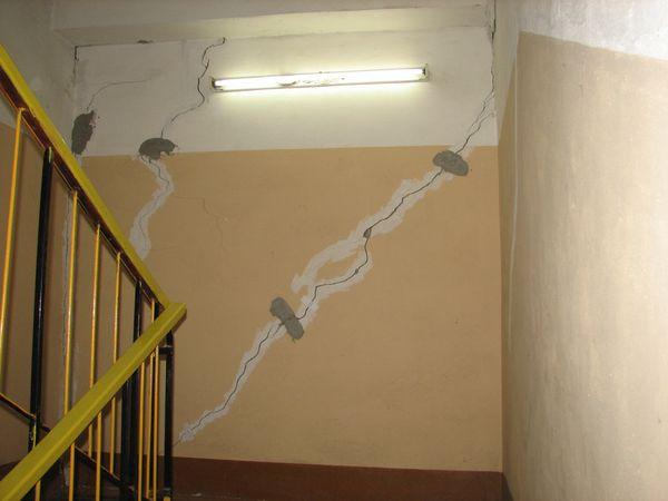Обследование трещин в стенах