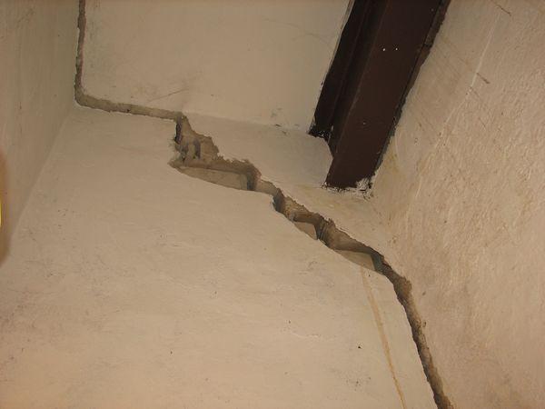 Обследование состояния, трещины в стенах